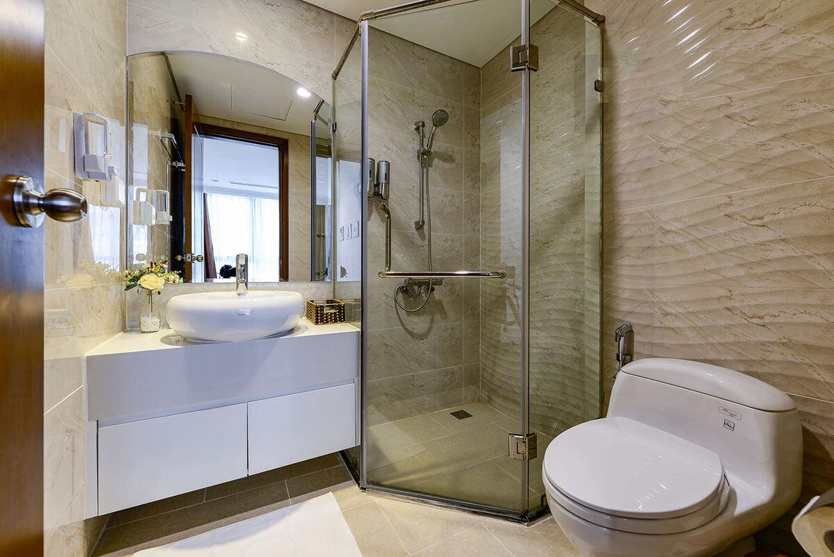 bathroom 2 for rent in vinhomes