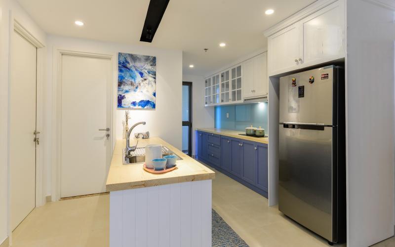 1019 fridge in kitchen