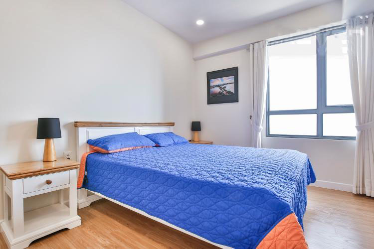 1024 bright bedroom