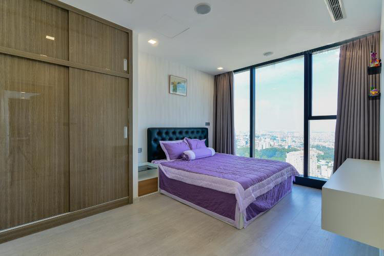 1031 spacious bedroom