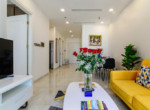1035 living bright area