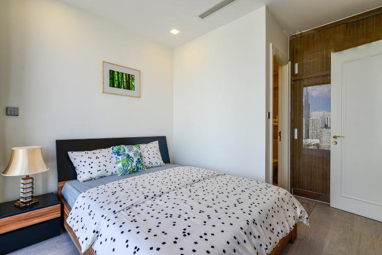 1035 master bedroom