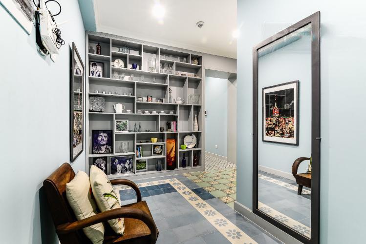1037 sofa area