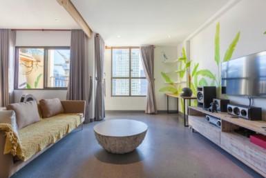 1039 spacious livingroom Icon 56 apartment