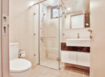 1044 bathroom apartment