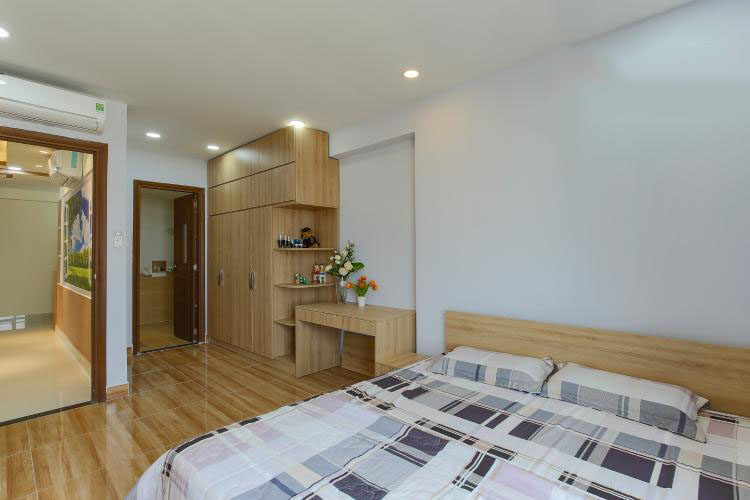 1048 wooden floor bedroom