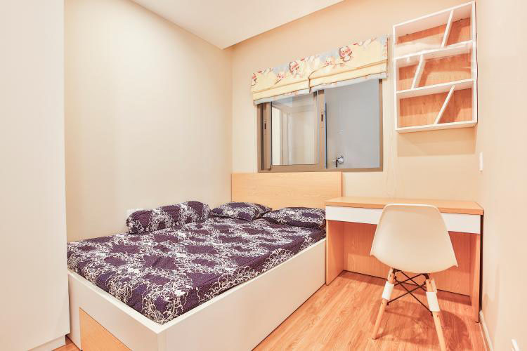 1051 bedroom and desk
