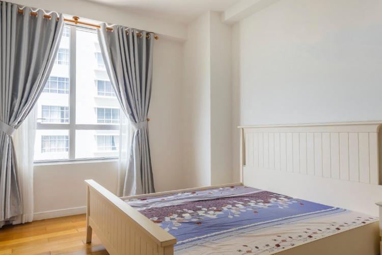 1054 bedroom spacious