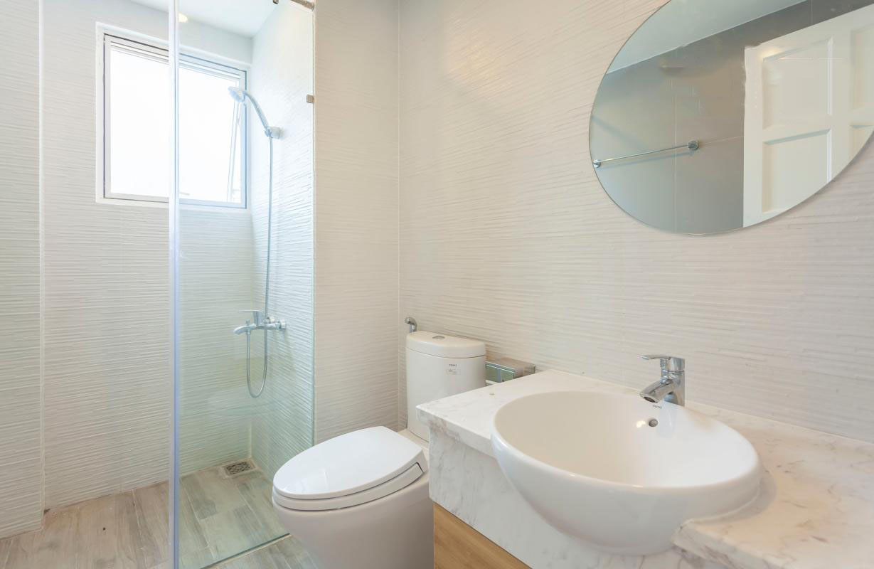 1058 bathroom clear