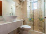1065 bathroom apartment