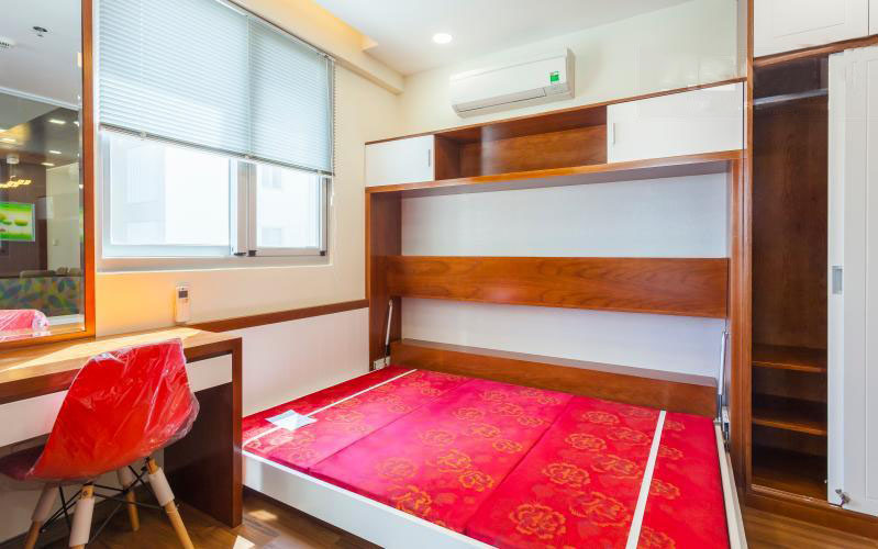 1065 scenic valley red bedroom