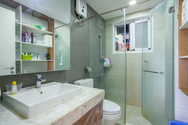 1066 clean bathroom