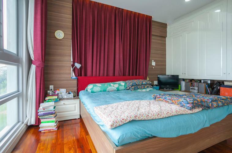 1066 scenic valley master bedroom