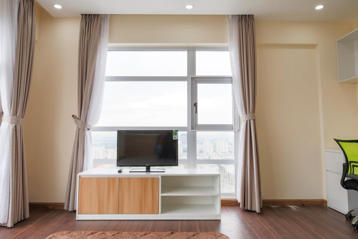 1068 television apartment