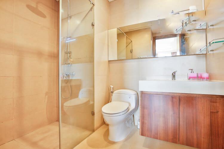 1082 thao dien Pearl bathroom clear
