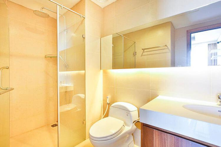 1085 thao dien Pearl clean bathroom 2