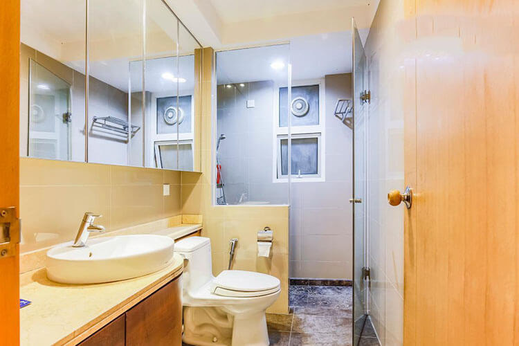 1088 saigon pearl apartment bathroom
