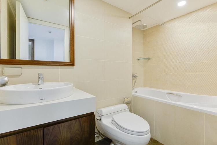 1089 saigon pearl bathroom bathrub