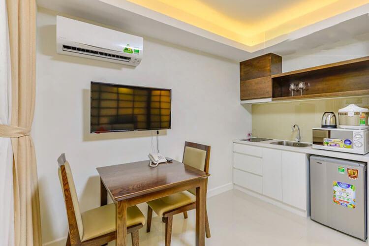 1089 saigon pearl kitchen area