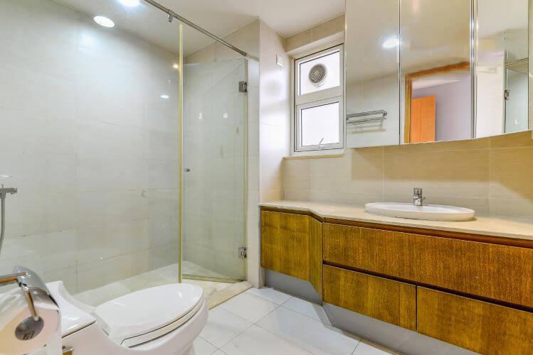 1091 saigon pearl master bathtub toilet