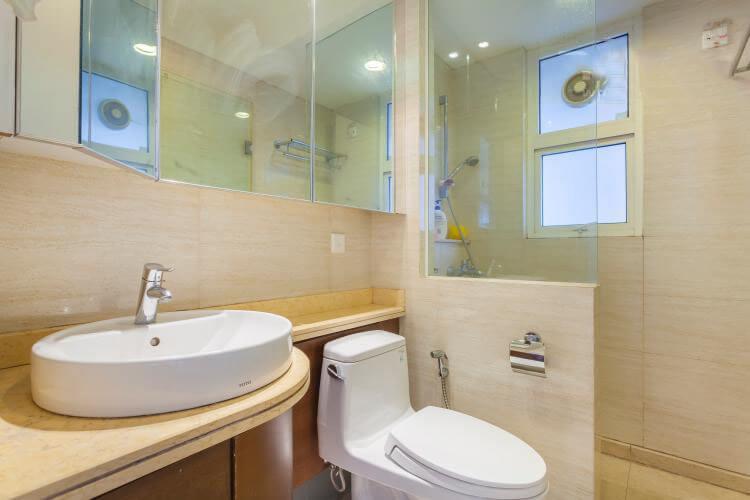1092 saigon pearl bathroom clean