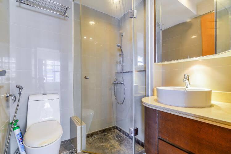 1093 saigon pearl bathroom clear 1