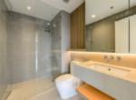 1098 city garden bathroom airy 2