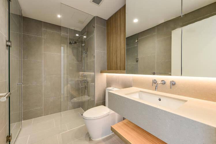 1098 city garden bathroom airy