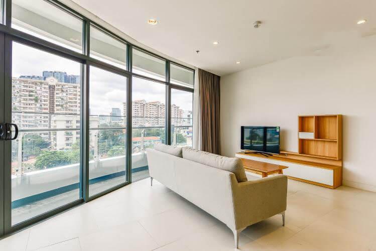 1098 city garden livingroom area 1