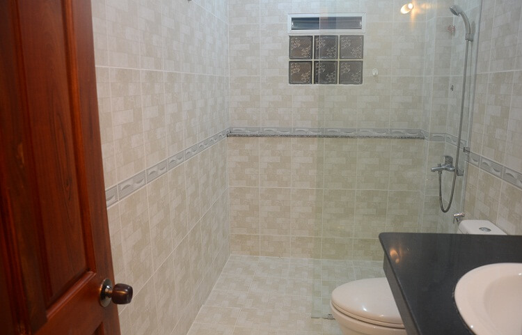 1148 serviced bathroom clean apartment