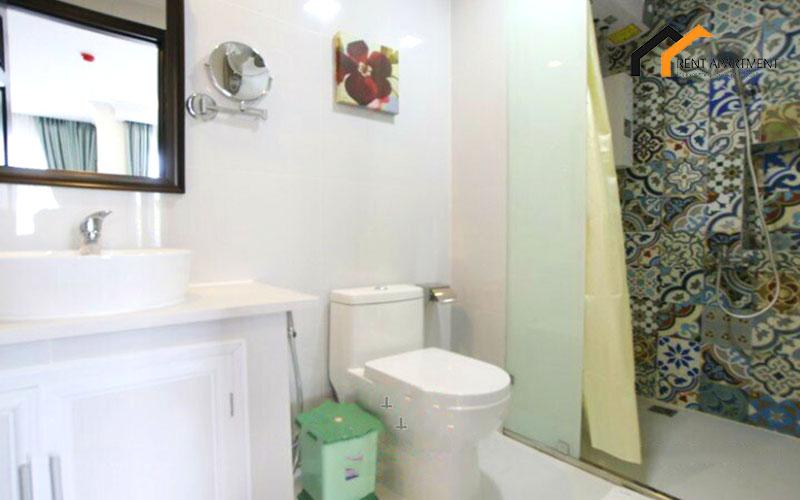 1201 sofa Apartment leasing bathroom