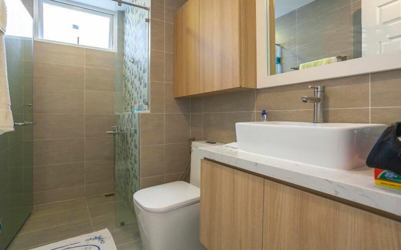 bathroom apartment leasing