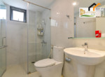 1250 bathroom serviced apartment